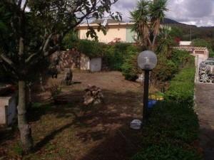 Bados villa composta da 2 appartamenti.