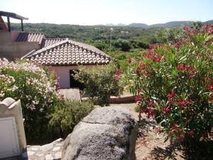 Porto Pozzo-villino di testa con giardino,no condominio.