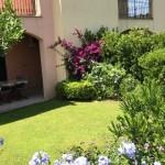 Porto Pozzo trilocale di testa con giardino