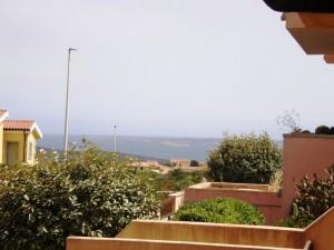 San Pasquale,villino di testa con giardino vista mare. Affare € 85.000