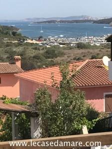 Santa Teresa Gallura trilocale con veranda vista mare a pochi passi dal porticciolo.